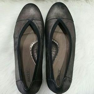 Earth Metallic flats size 9B comfort sole